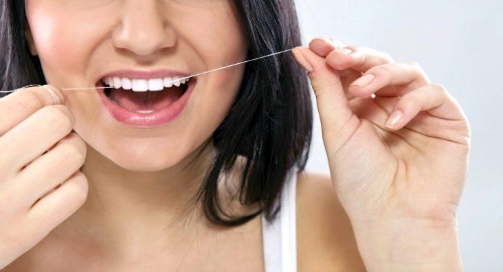fio dental previne caries e gengivite
